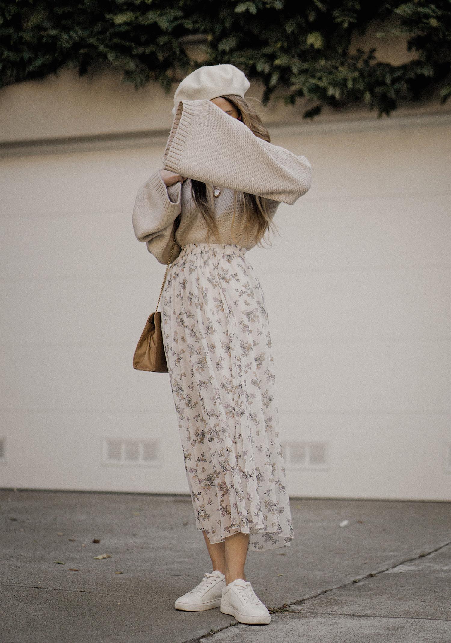 neutral_outfit_street_style_look_beige_tobi_sweater_long_skirt_romantic_beret_sneakers_vintage_lena_juice_the_white_ocean_01