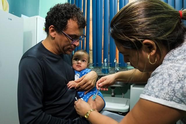 Alerta para pais vacinarem as crianças a partir de seis meses de idade é reforçado pela Prefeitura