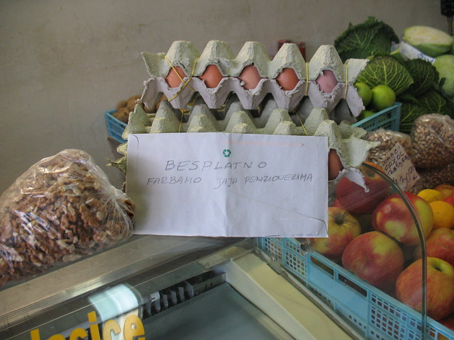 Free painting eggs (balls) to pensioners