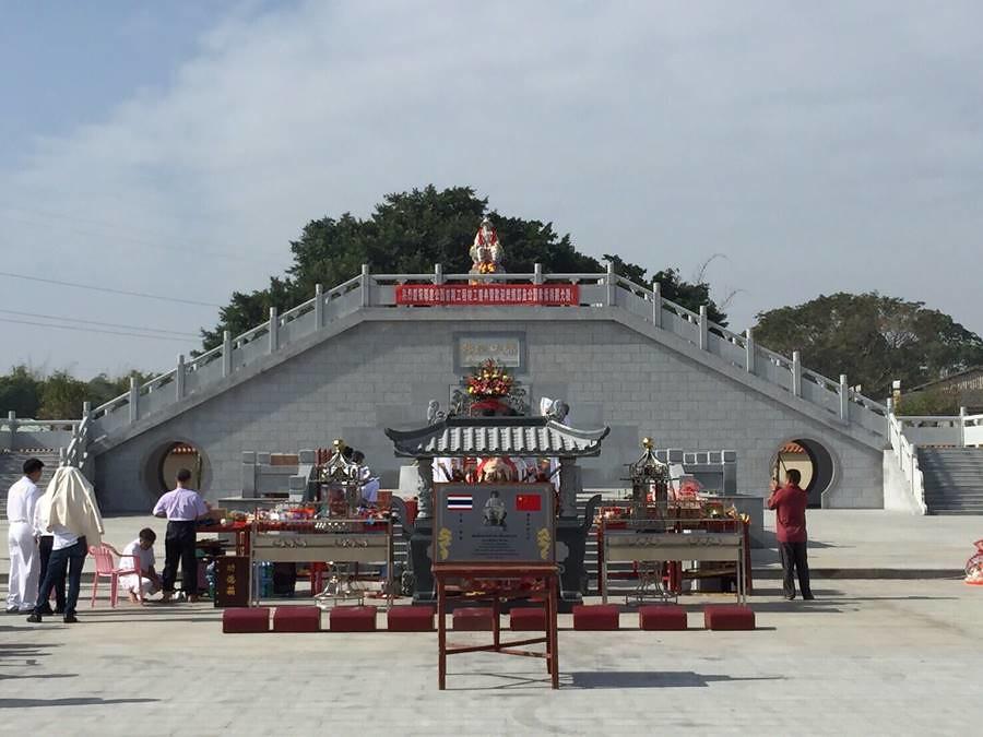 สุสานสมเด็จพระเจ้าตากสินมหาราชในเมืองเท้งไฮ่