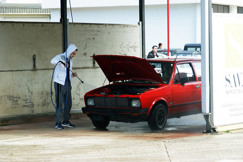 Машина на автомойке