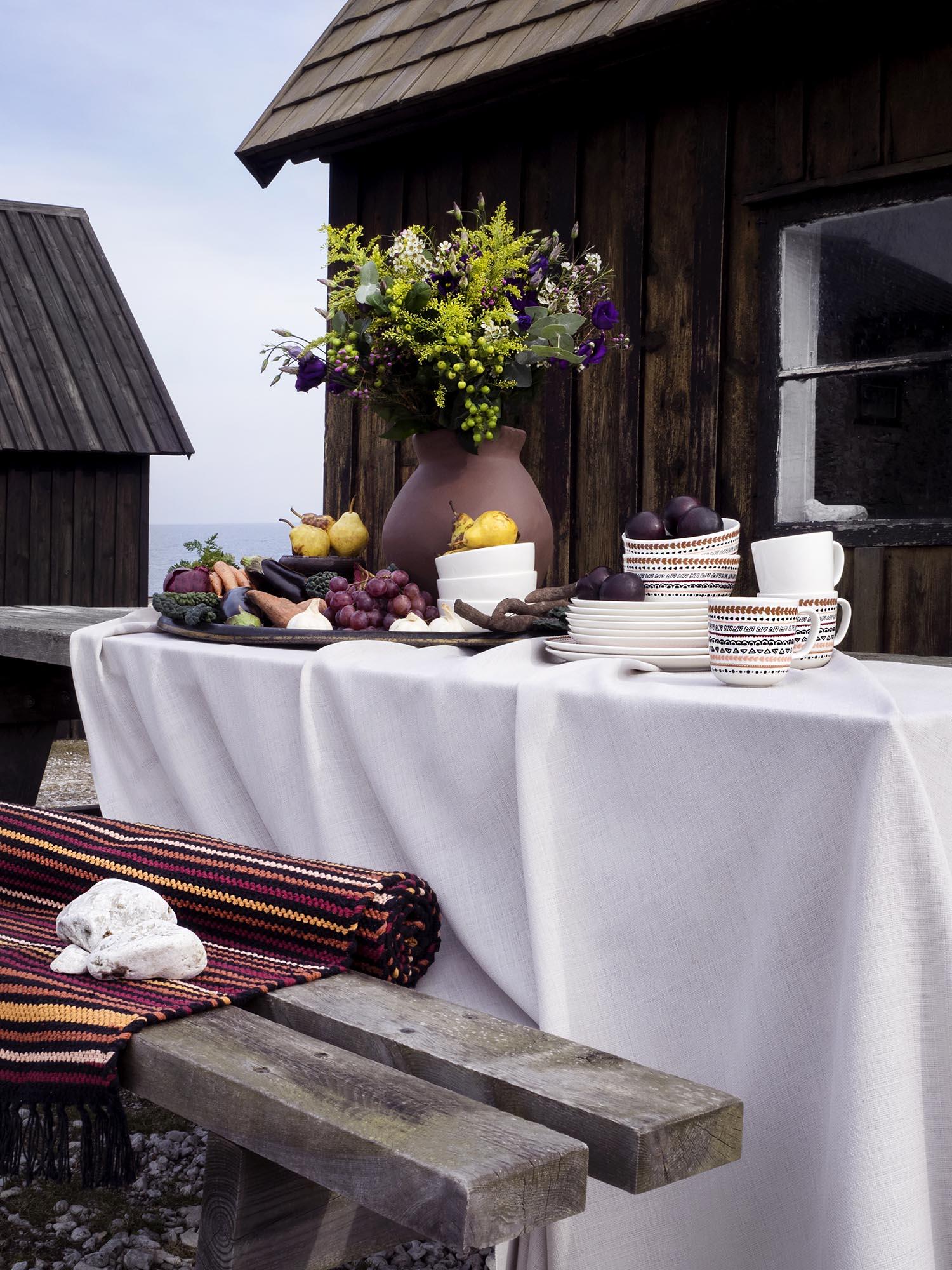 Vallila_AW18_Danis_fabric_Kerttu_Ajaton_tableware_Kerttu_rug_photographerHennaSoronen