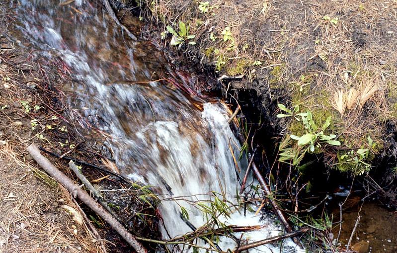 Mono Cliffs Stream