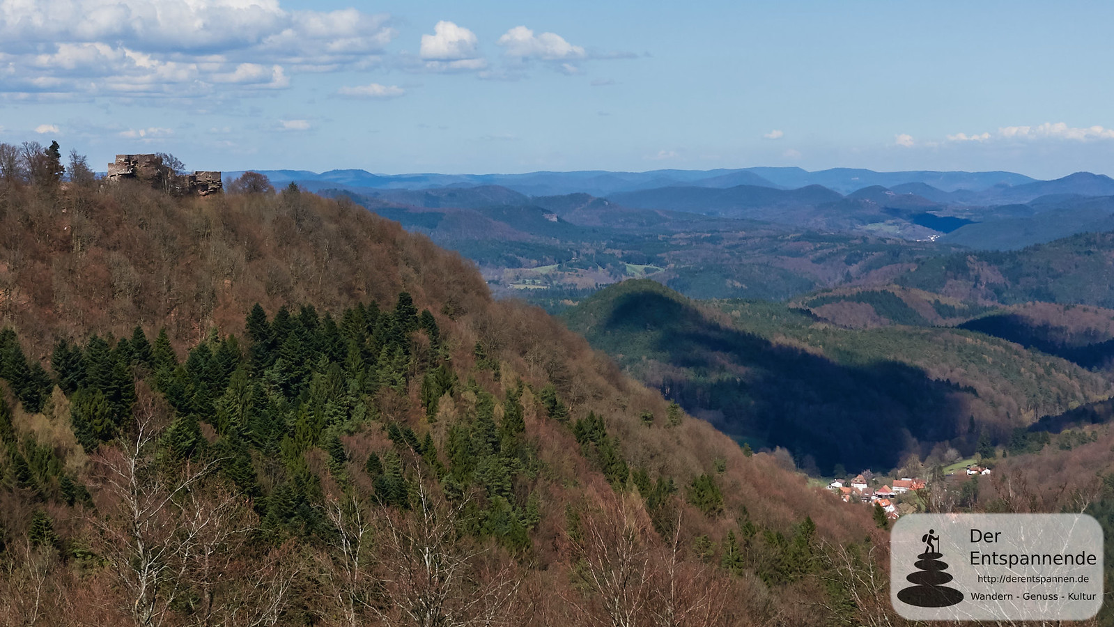Blick von der Hohenbourg (links die Wegelnburg)