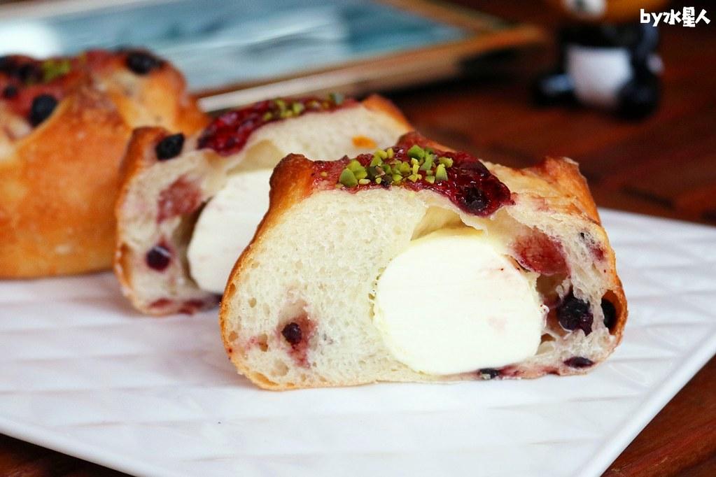 42470381901 1187634e09 b - 熱血採訪|本丸麵包,每日手感烘焙新鮮出爐,大推爆滿蔥仔胖、明太子法國麵包