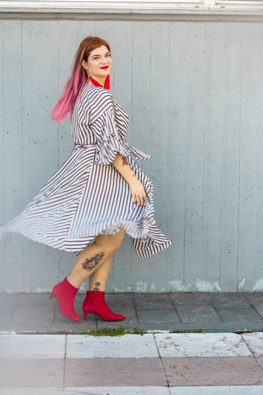 outfit plus size vestito a portafoglio e calze autoreggenti Milena Lingerie (6)
