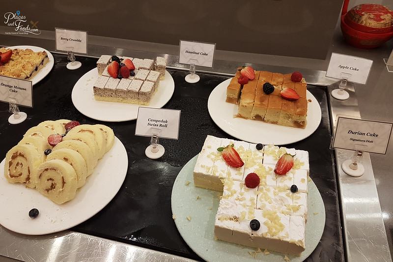 grand mercure feast cakes