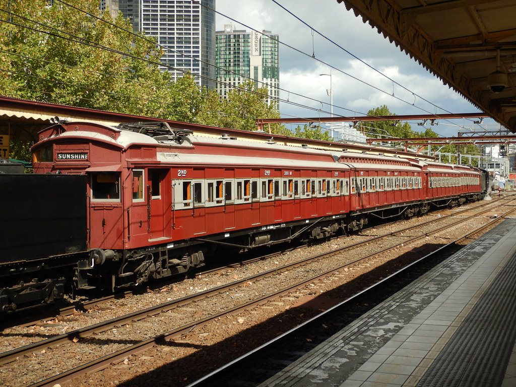 381M+208T-230D-317M wait at flinders st 25/3/2018 by roreeves