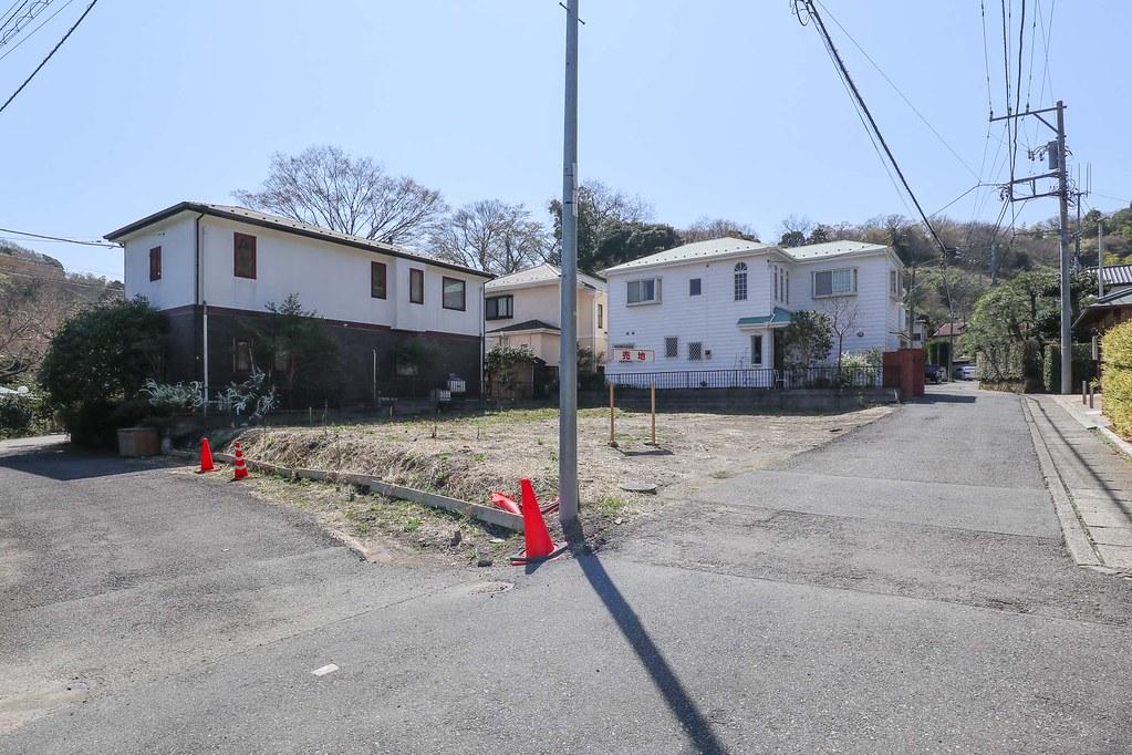 鎌倉の土地 前面道路4m×4mの角地だから解放感もあってすっきりしてます