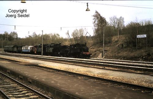 DE-94239 Gotteszell Bahnhof BLV Überführungszug Viechtach-Bayerisch Eisenstein im Mai 1982