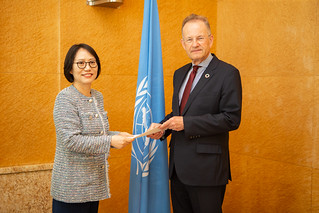 NEW PERMANENT REPRESENTATIVE OF THE REPUBLIC OF KOREA PRESENTS CREDENTIALS TO THE DIRECTOR-GENERAL OF THE UNITED NATIONS OFFICE AT GENEVA
