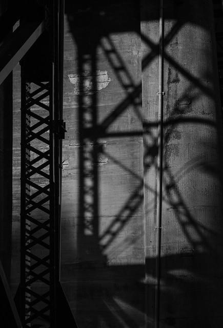 Bridge girder shadows, Fujifilm X-T2, XF55-200mmF3.5-4.8 R LM OIS