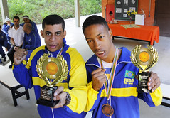 Atletas do Superar são homenageados após medalha em campeonato na Holanda