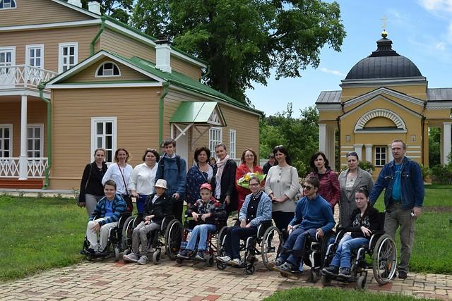 Дети с ограниченными возможностями при поддержке Фонда «Святое дело» и  финансовой поддержке проекта BazarPnz.ru в  в музее «Тарханы» фото 1