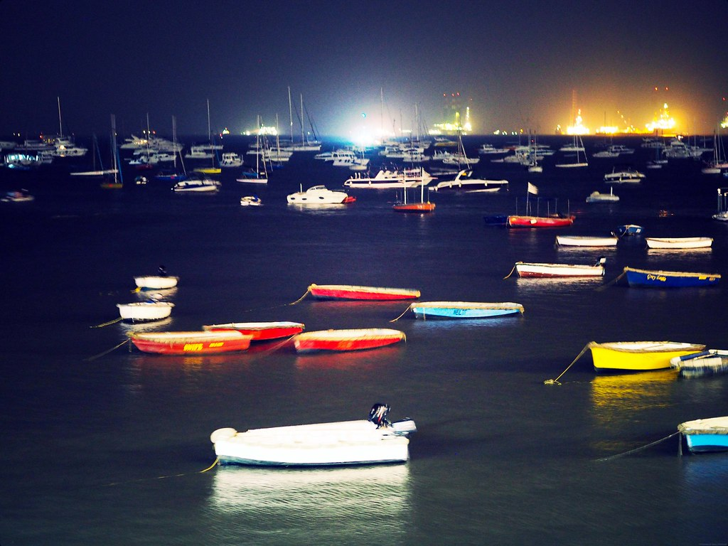 Boats Paddle Mumbai Bombay Marine Drive Night Evening_effected