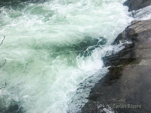 Aguas bravas del río Argoza, afluente del río Saja. Cantabria.