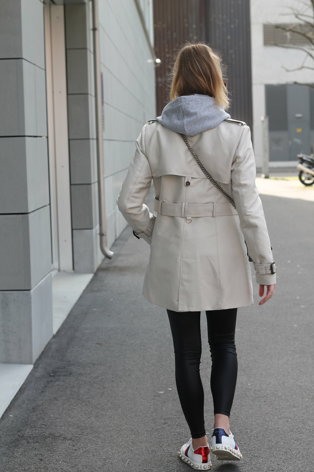trenchcoat-whole-outfit-back-wiebkembg