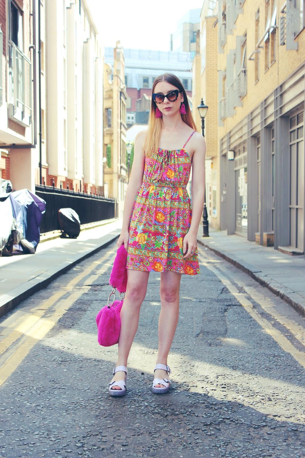 Vintage dress and a faux fur bag 6