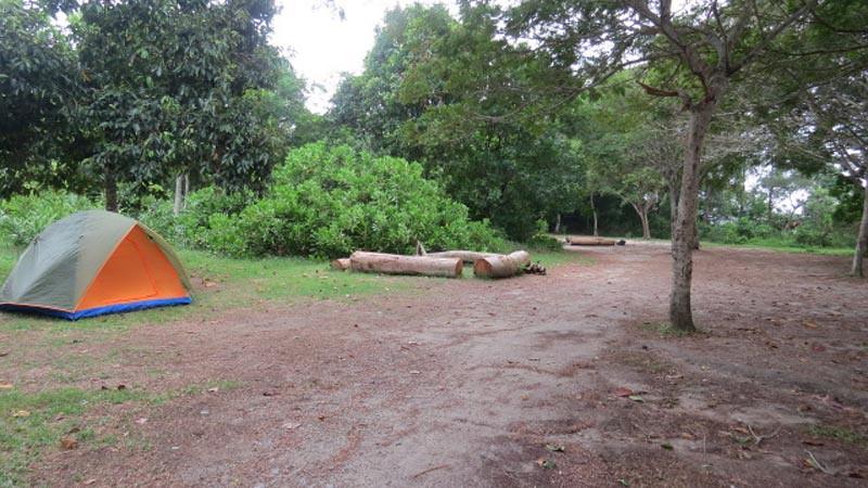 Tempat kamping di Pulau Ubin Singapura.