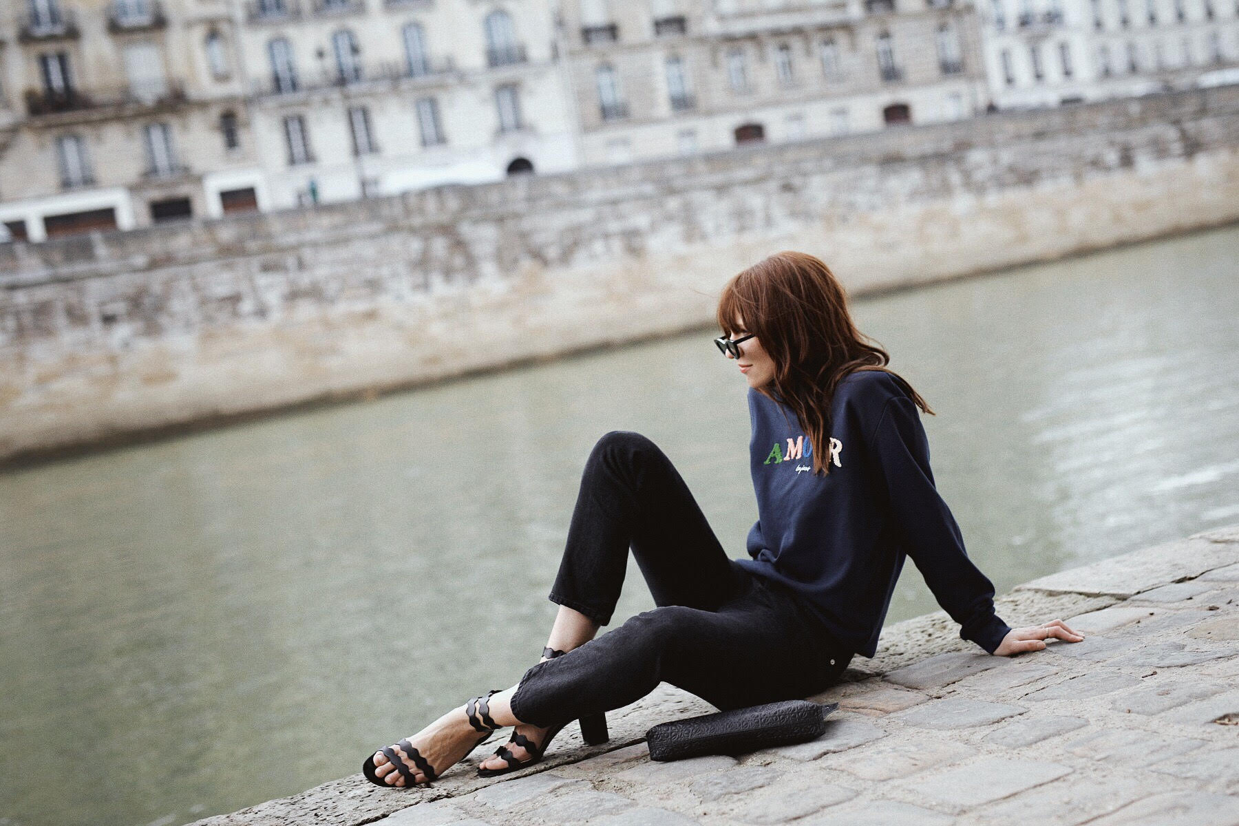 outfit paris other stories paris amour toujours sweater mint&berry sandals rouje jeans lesfillesenrouje catsanddogsblog ricarda schernus max bechmann fotografie film 3