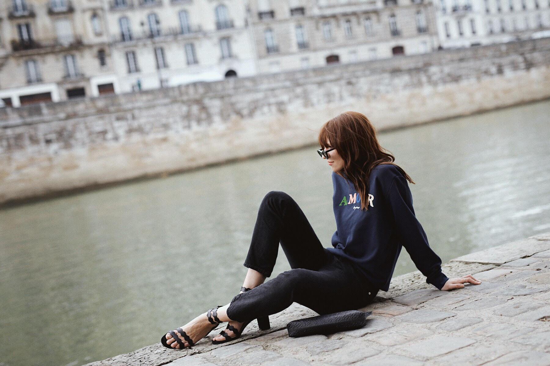 outfit paris other stories paris amour toujours sweater mint&berry sandals rouje jeans lesfillesenrouje catsanddogsblog ricarda schernus max bechmann fotografie film 3