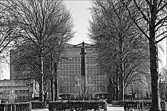 Wilberforce Stature Monochrome