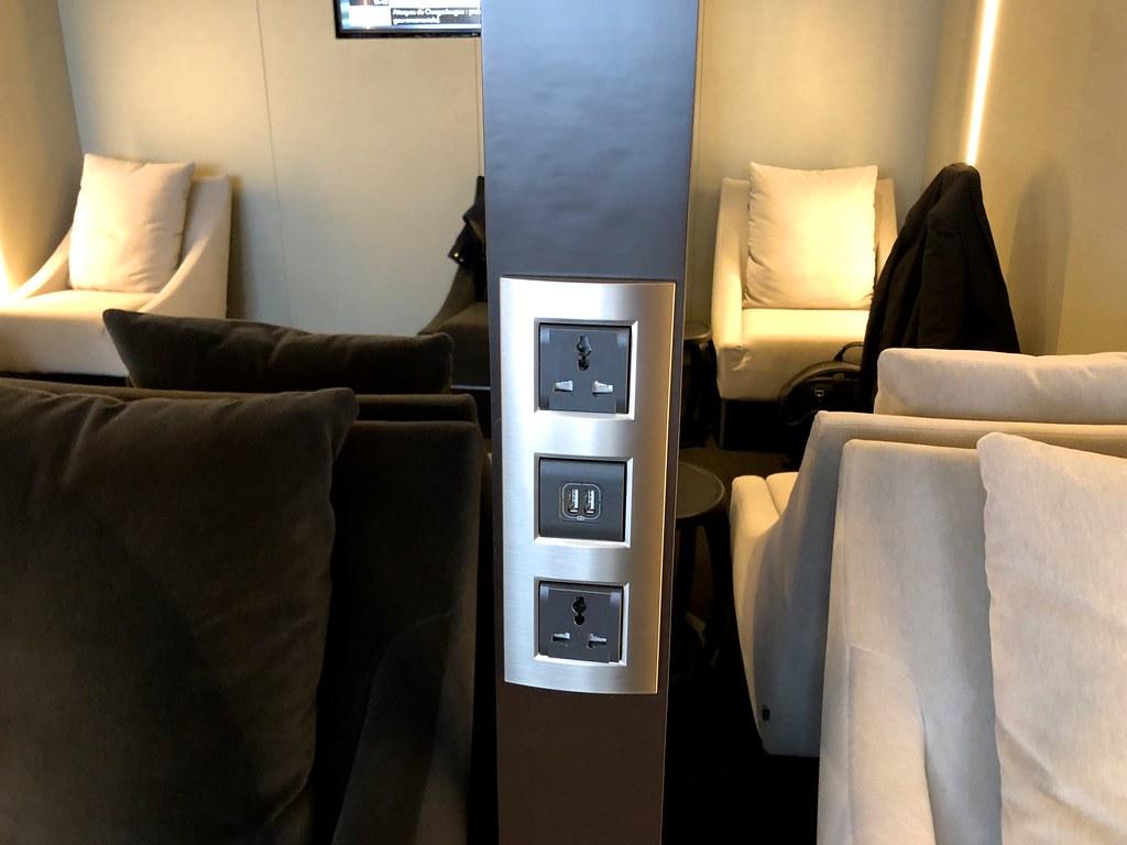 Qatar lounge at Paris CDG 19