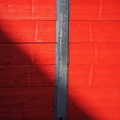 #fence #red #wood #metal #outdoors #day #nopeople #sunshine #shadow #city #buildingsite #urban #protection #security