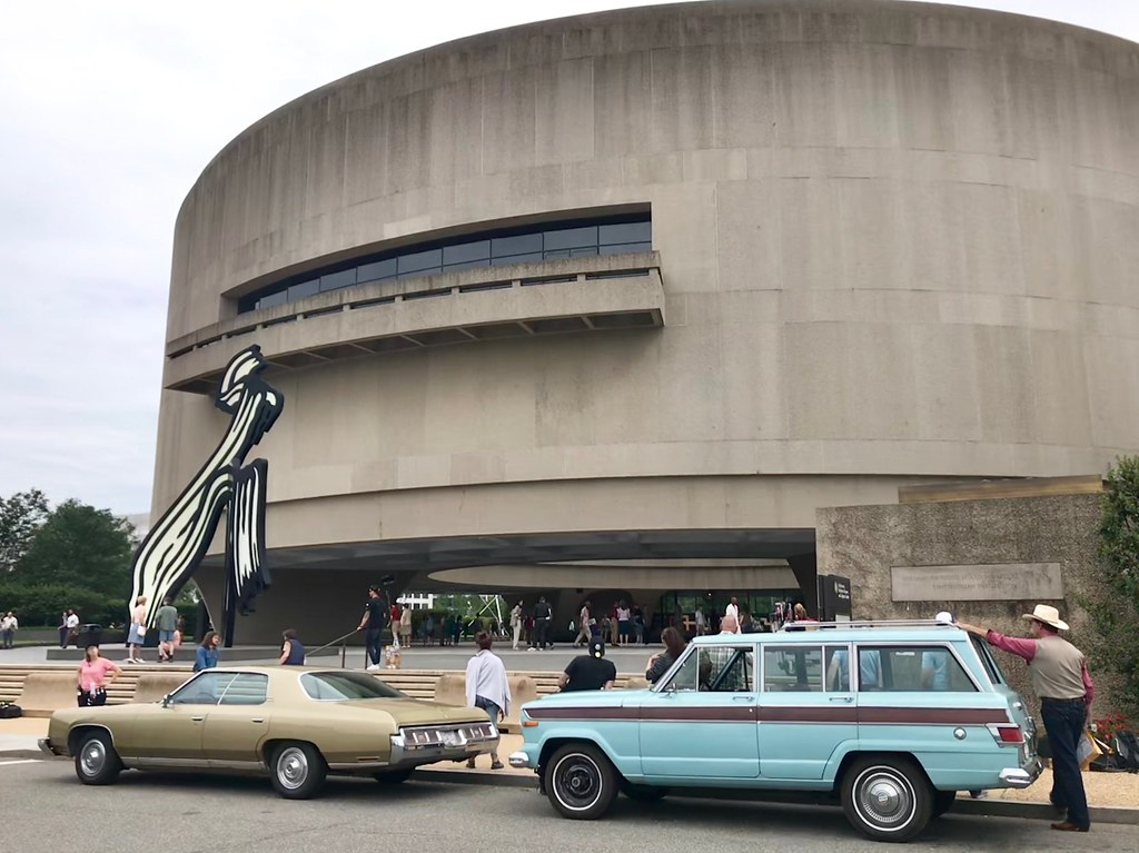 Wonder Woman 2 filming at the Hirshhorn