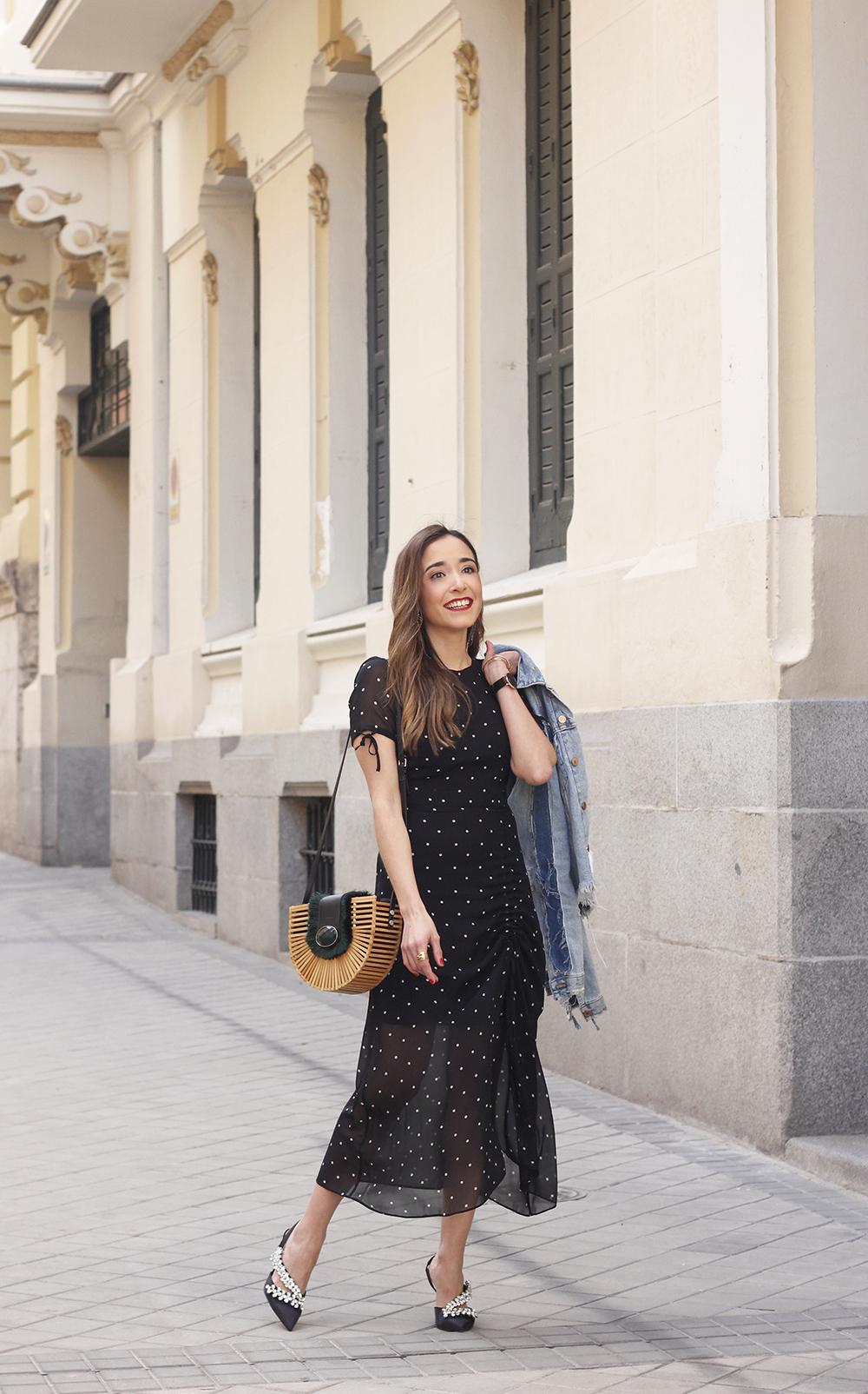 polka dot dress uterqüe jewel heels denim jacket outfit street style bamboo bag04