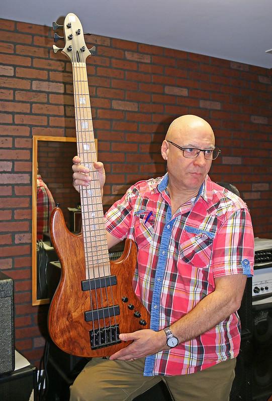Miura Guitars - MB1 bass (1)