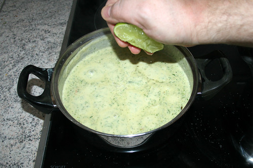 43 - Sauce mit Limettensaft abschmecken / Taste sauce with lime juice