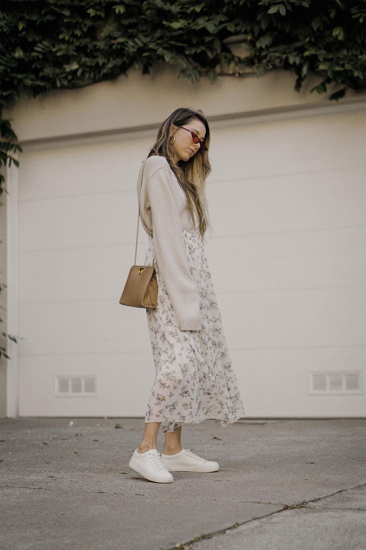 neutral_outfit_street_style_look_beige_tobi_sweater_long_skirt_romantic_beret_sneakers_vintage_lena_juice_the_white_ocean_03