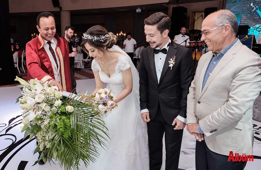 Hasan Sipahioğlu, nikah şahitliği yaptı.