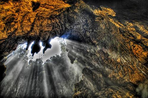 nikon hole smoke exploring d2x malaysia cave kualalumpur hdr batu batucaves streaming spelunking d2xs abigfave