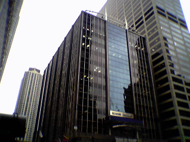 Alien ship lands on top of Chicago downtown building