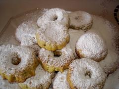 baking, ciambella, baked goods, food, dish, dessert, cuisine, snack food, powdered sugar,