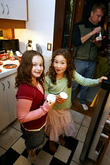 mckenzie and aiden in the kitchen    MG 3372