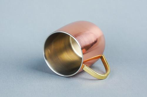 銅のマグカップ