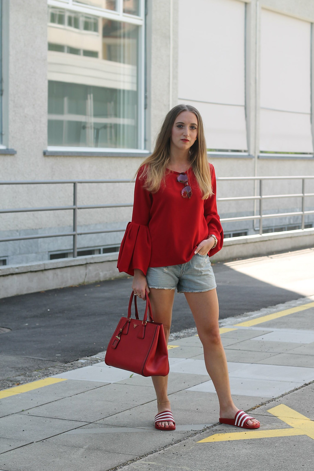 red-blouse-and-adiletten-whole-outfit-front-wiebkembg
