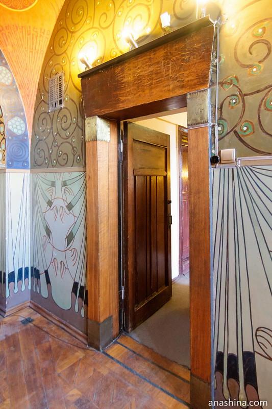 Дверь в молельне, особняк Рябушинского, Москва