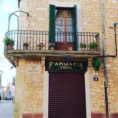 warst Du schon mal in der alten Apotheke / Farmacia von Santanyí? Vintage Apotheken Design in der einen Hälfte, modernes Ambiente in der anderen :sunglasses: #mallorca