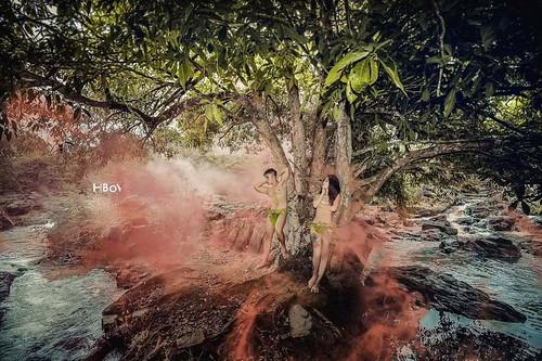 Đỏ mặt với bộ ảnh cưới khoe thân trong rừng và dưới thác của cặp đôi 9x 10