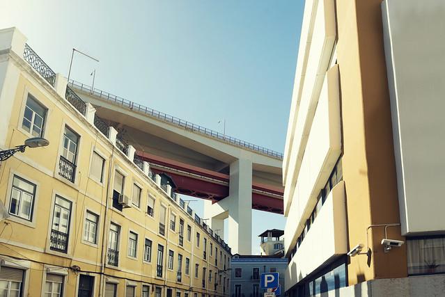 Lisboa Under The Bridge