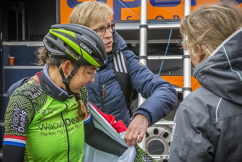 Elske Oosterwoud takes good care of Anouska Koster