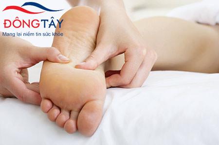 Người bệnh cần kiểm tra bàn chân mỗi ngày để ngăn ngừa đoạn chi