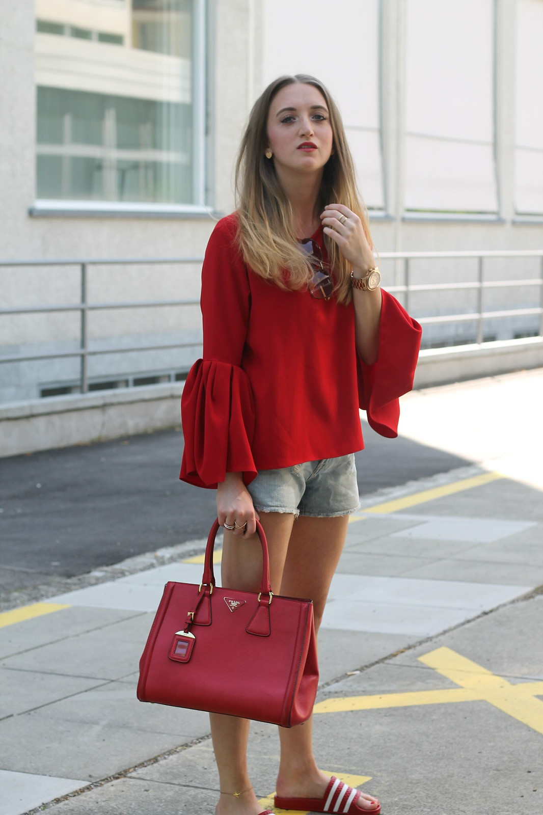 red-blouse-and-adiletten-details-wiebkembg