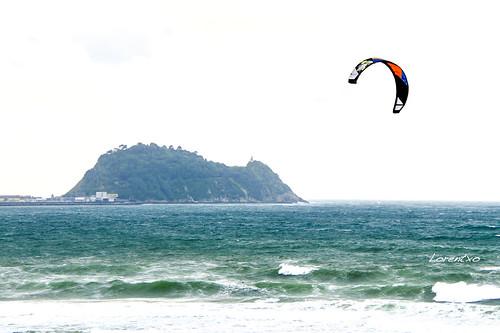Kitesurf en la playa de Zarautz