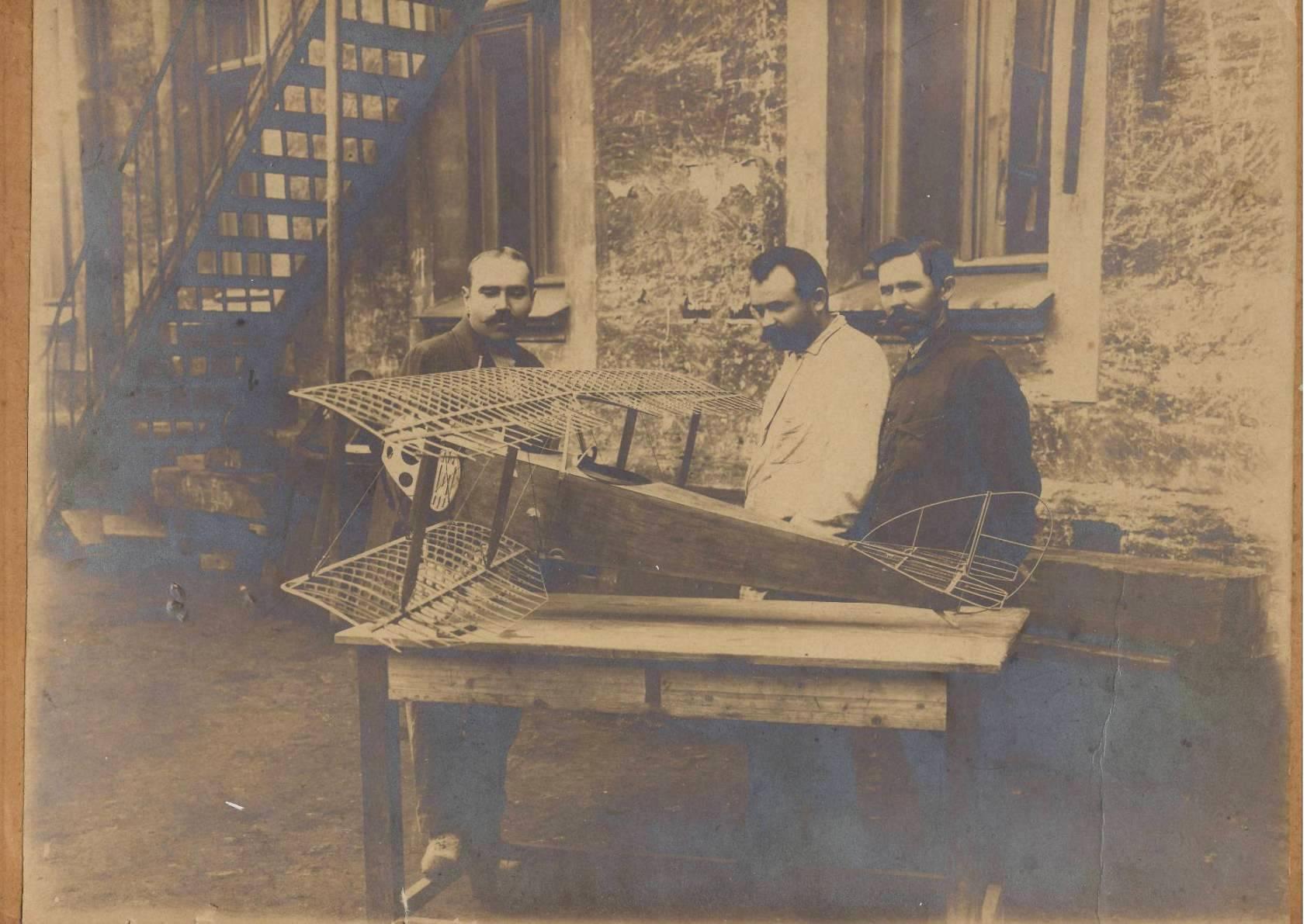1915. Авиаконструкторы Камм