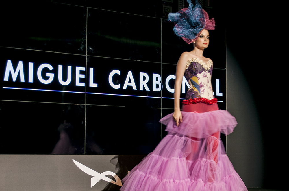miguel carbonell_somethingfashion valencia spain bloggers influencers runway streetstyle pasareladelasartes silk unesco road_0292